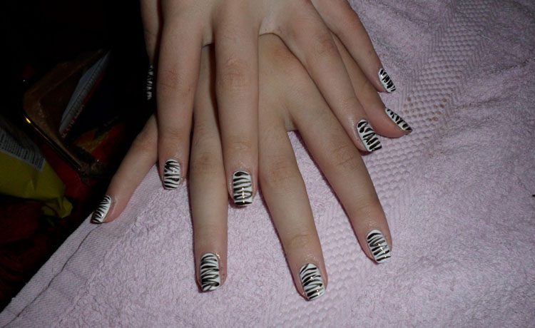 Black & White Zebra Nail Art