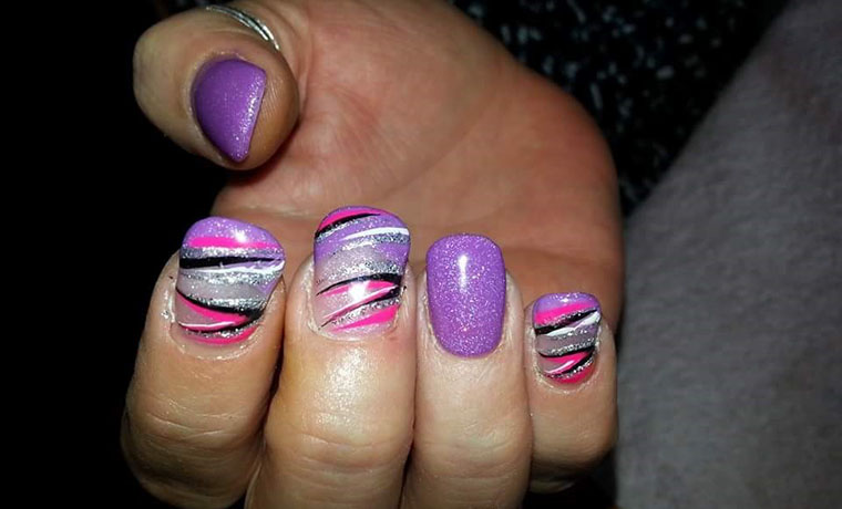 Freehand fancy flick nail art